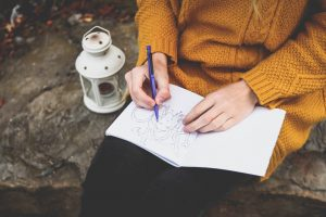 Make Money as a Stay-at-Home Mom With These Hobbies