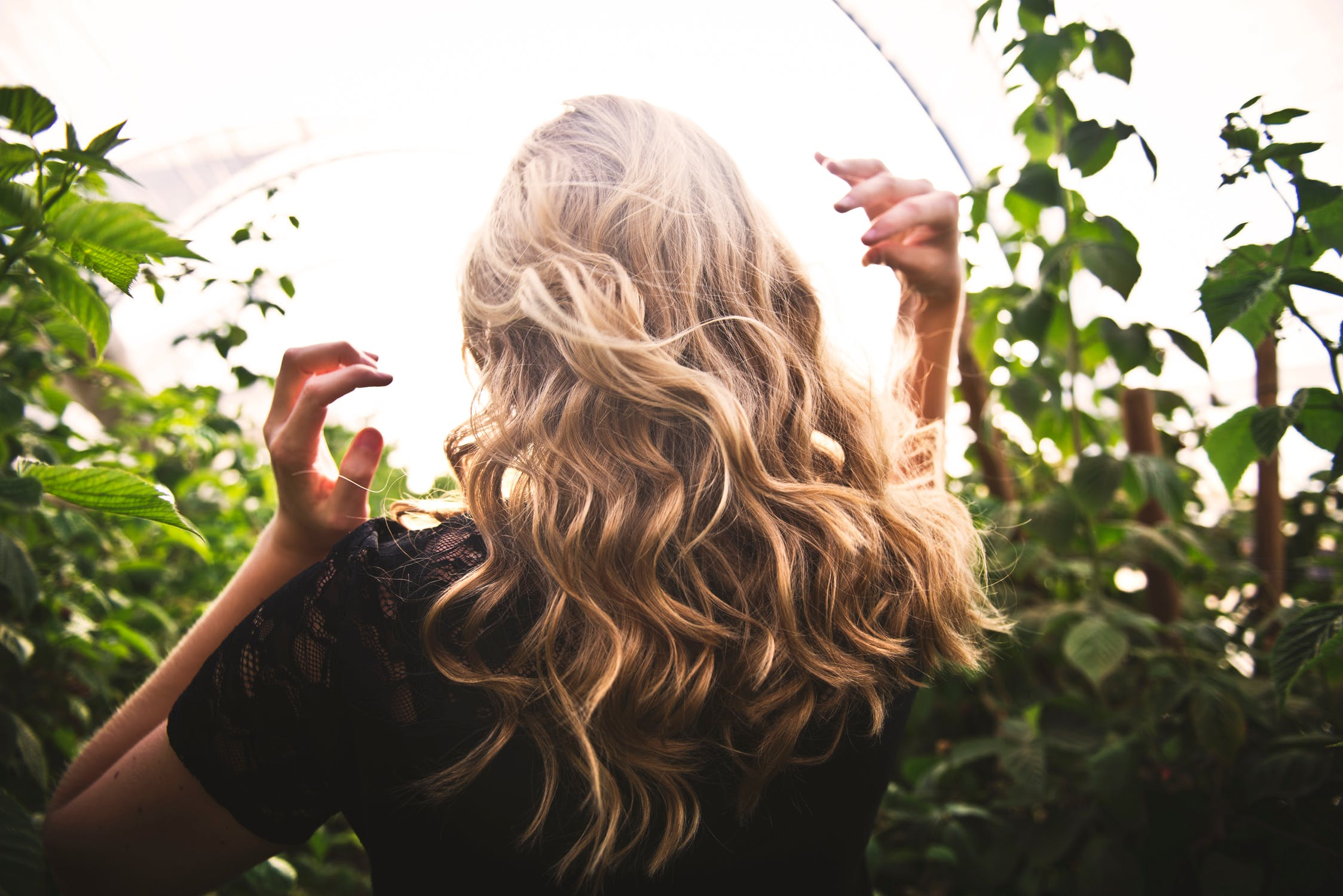 3 Ways to Curl Hair Without a Curling Iron