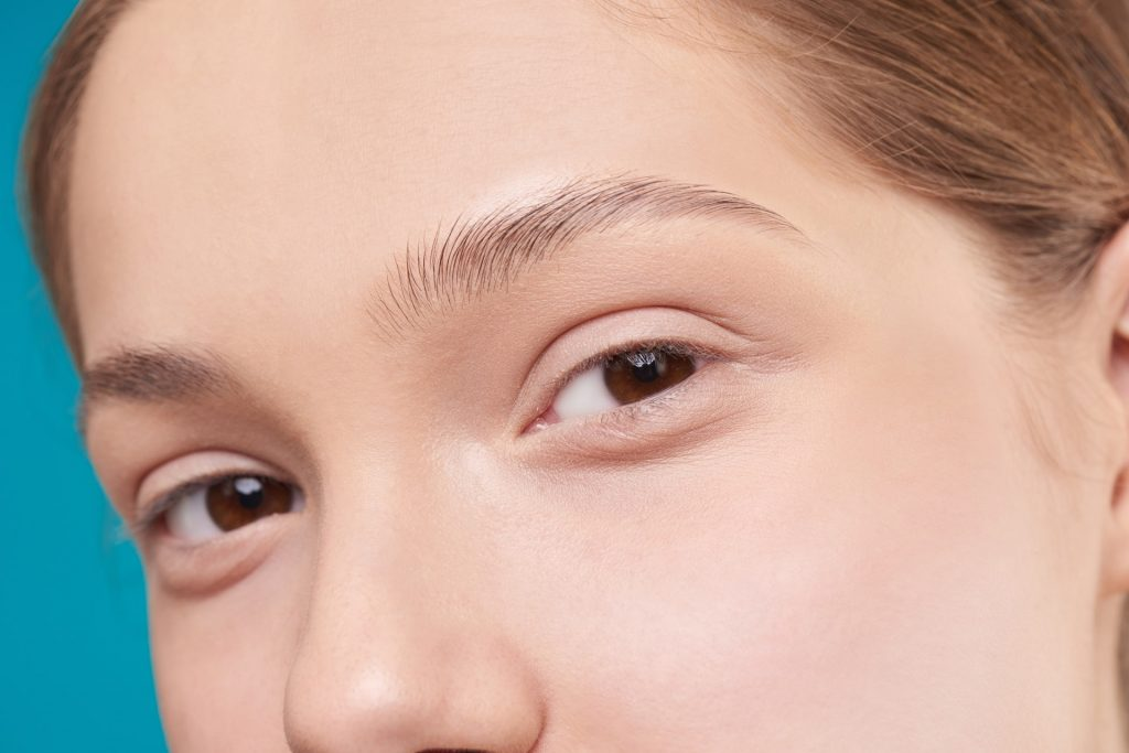 How To Trim Eyebrows